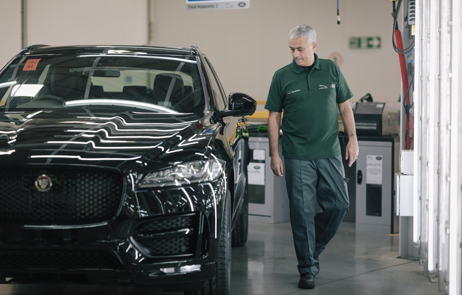 Mourinho dons overalls to build his new Jaguar F-Type