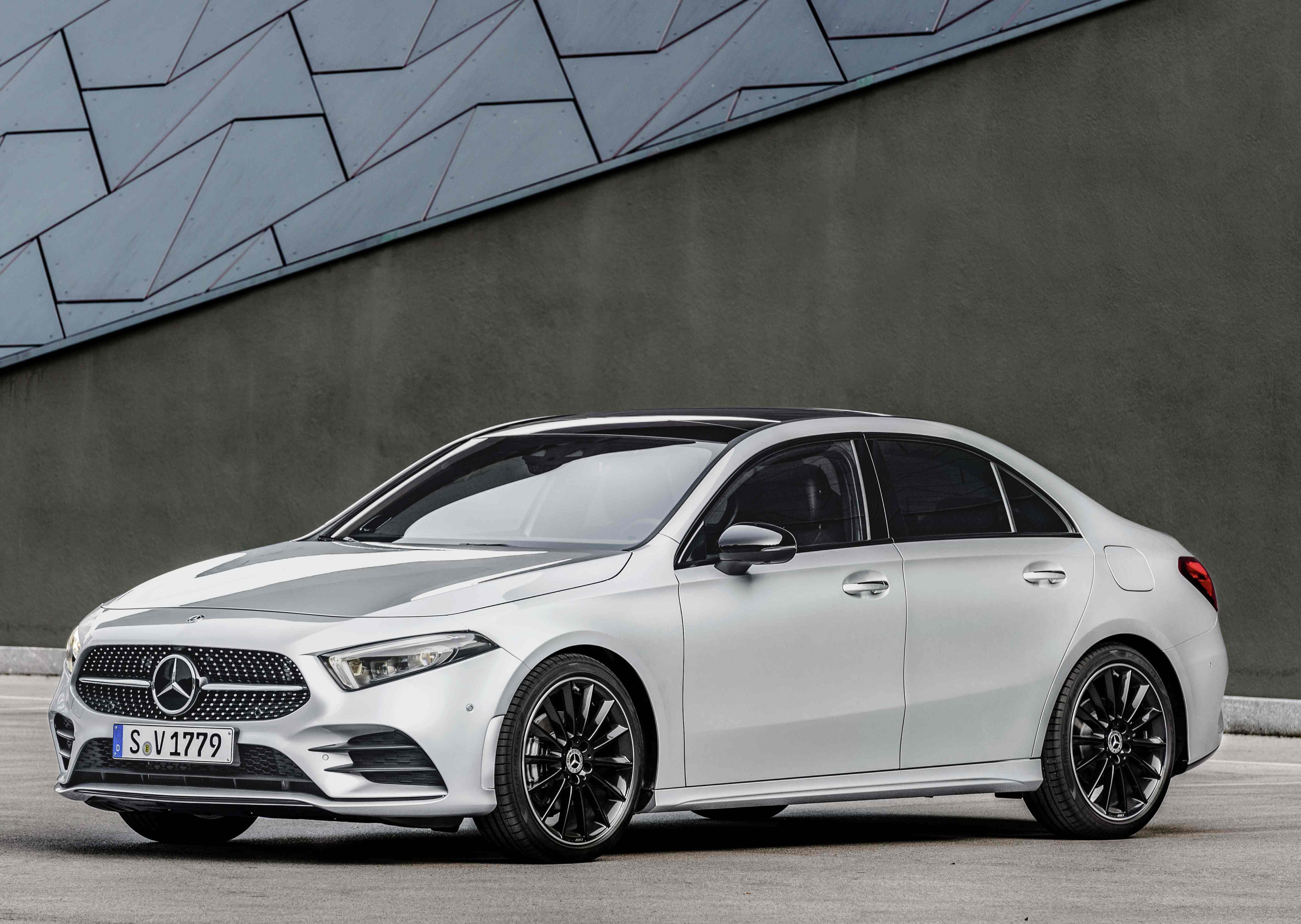 Mercedes-Benz product offensive in 2019